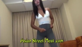 Ravish Stepdaughter Has Complete Upperbody With Her Helping Mom