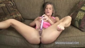 Real Amateur Toying Her Clit