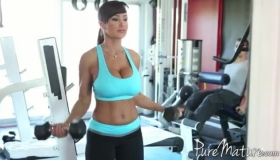 Experienced Aryan Girl And A Horny Colleague From Work, Aletta Ocean Are Getting Fully Naked In The Gym