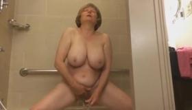Mature Babe Getting Lot Of Cum