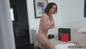 Krissy Lynn Is Riding Her Lover's Dick In The Shower, During The Day, And Moaning While Cumming