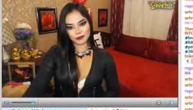 Naughty Filipina Shemale Beauty Jerk Off