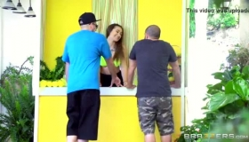 Katerina Daniels Seems To Like Taxi Driver A Lot, Before Having A Threesome With Him