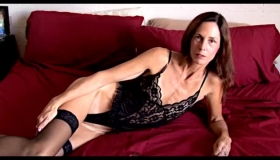 Sexy Mature Mom Getting Spoiled By A Brand New Dildo