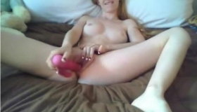 Nerdy Teen Is Spreading Her Legs Wide Open And Getting Filled Up With Various Sex Toys