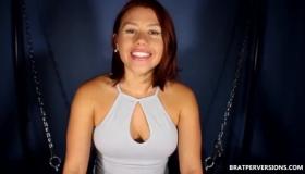 Horny Big Butt Girl Pumps Up Her Ass