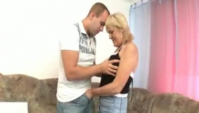 PervCity Granny Stretching Her Pussy Close Up
