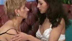 Lesbian Mature Pussylicking Teen