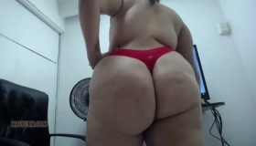 Big Natural Booty Latina Stretches Her Anal Opening With Anal Fingers